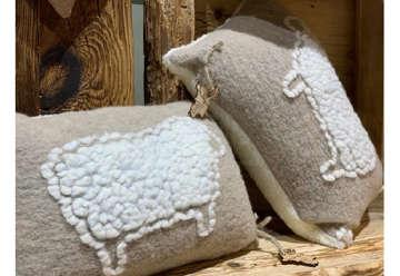 Immagine di Cuscino Lana con Pecore 2 colori assortiti