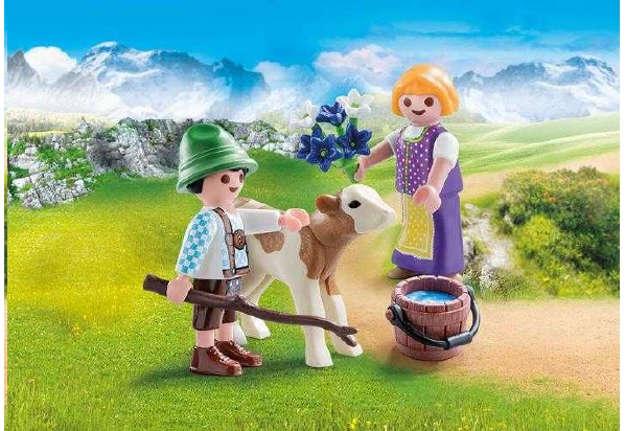 Immagine di Bambini con vitellino