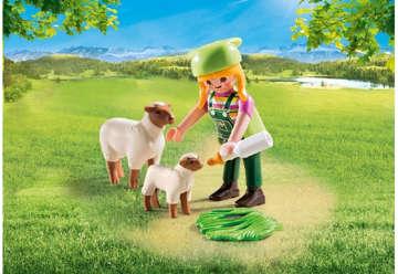 Immagine di Ragazza con pecore e agnellino
