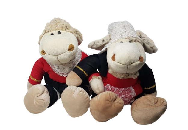 Immagine di Pecorelle con Costume Sardo fatto a mano 40cm circa