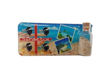 Immagine di Magnete rettangolare Sardegna 4Mori con bottiglietta, sabbia e conchiglie