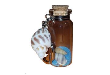 Immagine di Portachiavi con bottiglia, sabbia e conchiglie colori assortiti