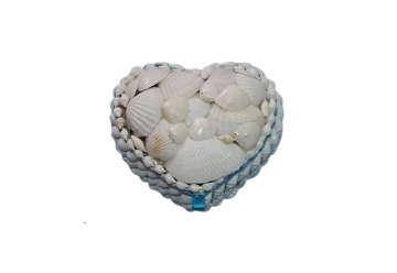 Immagine di Scatola cuore con conchiglie bianche media
