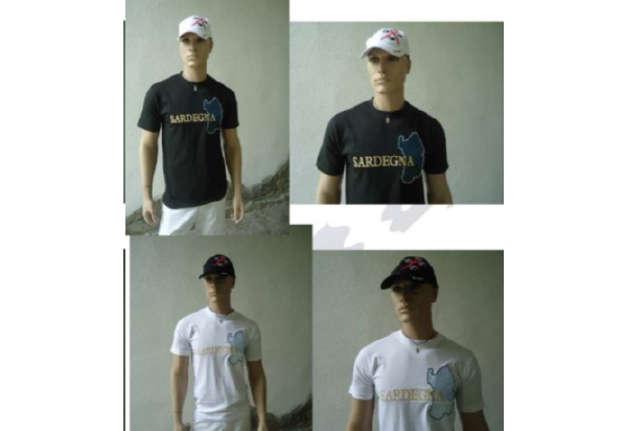 Immagine di T-shirt bianca 100% cotone ricamo isola Sardegna tg XXL