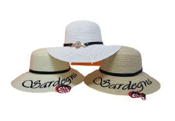 Immagine di Cappello donna Sardegna con dettaglio prezioso