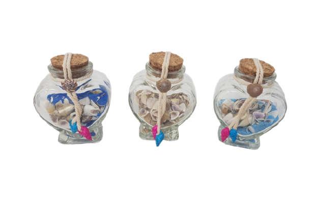 Immagine di Bottiglietta cuore in vetro con sabbia e conchiglie 11cm