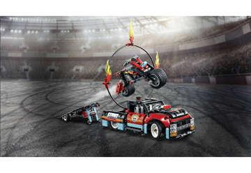 Immagine di Truck e Moto dello Stunt Show